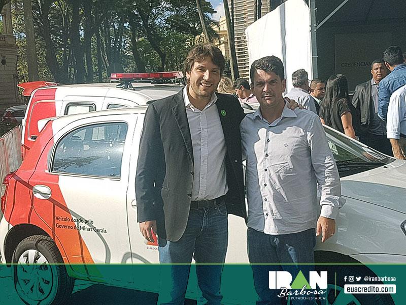 Prefeito de Brumadinho, Neném da Asa, recebendo uma ambulância Peugeot Partner